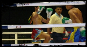 Muay_Thai_match_at_Rajadamnern_Stadium_2007-05-20_15