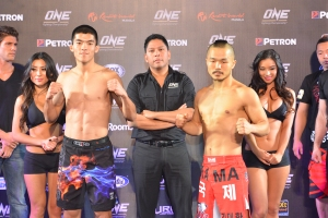 Thanh Vu (left) vs. Dae Hwan Kim (right)
