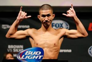 Louis Smolka suffered his first career defeat on Saturday night, after a hardly fought 125-lbs affair against Chris Cariaso.